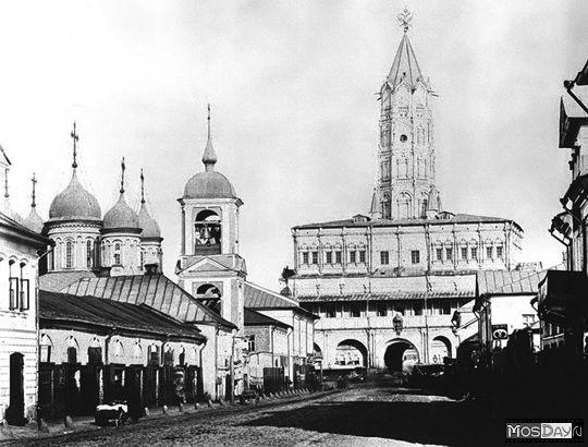 Сухаревская Б. пл. Сухарева башня церковь Троицы в Листах к. 19 в