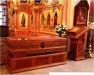 Мощи св. мц. Матроны в Казанской церкви Дивеевского монастыря. Фото В. Алексеева