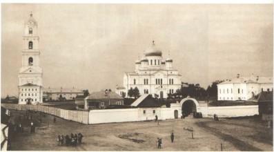 Вид Серафиме-Дивеевского монастыря с южной стороны. Фото 1903 г. ГАрхАДНО