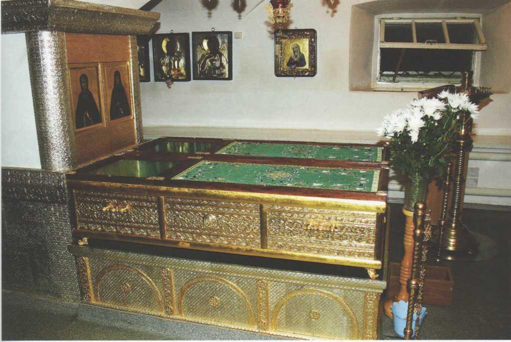 Рака с мощами св. при. Марфы в Казанской церкви Свято-Троицкого Дивеевского монастыря